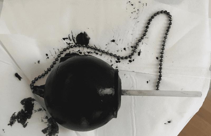 ゴムが溶けてドロドロになった取替用フロートゴム玉